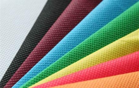 چه رنگهایی با هم تناسب دارند؟ مهمترین هدف ما از کنار هم گذاشتن و سِت کردن لباسهای مختلف، ایجاد هارمونی و هماهنگی است. هارمونی چیزی است که خوشایندِ چشم بیننده باشد و حس نظم و توازن را به فرد القاء کند. اگر چیزی فاقد هماهنگی و هارمونی لازم باشد، خسته کننده و آشفته به نظر […]